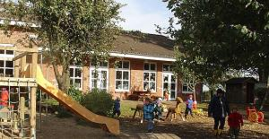 Bild - Blick auf den Spielplatz hinter dem Kindergarten
